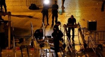القدس: ازالة البوابات الالكترونية عن المسجد الاقصى وزرع كاميرات مراقبة ومواجهات في المكان