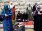 افراح في القدس: تفكيك الجسور والحواجز الحديدية التي وضعت على ابواب المسجد الاقصى