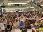بسبب الاقبال الكبير على الحرم: حجاج يصلون داخل المجمعات وحواشي الطرقات