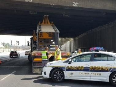 تل أبيب: شاحنة تصطدم بجسر لاجرديا دون أضرار أو اصابات