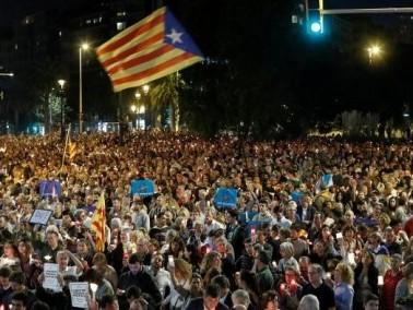 200 الف شخص يتظاهرون في برشلونة احتجاجا على اعتقال مسؤولين انفصاليين