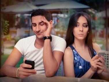 تحذير..الانترنت ومواقع التواصل الاجتماعي قد يدمّران حياتك الزوجية!