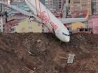 صور: رافعة تنقل طائرة تركية خرجت عن مدرج في طرابزون