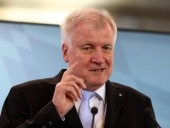 وزير الداخلية الألماني هورست زيهوفر: الإسلام لا ينتمي لألمانيا