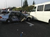 16 مصابًا في حادث بين سيارة وشاحنة في الجنوب