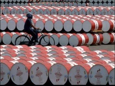 مخزونات أميركا تخفض سعر النفط