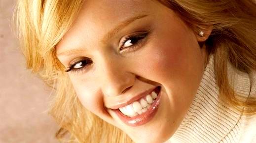 هل تكلفك الابتسامة في وجه الاخر شيء؟