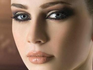 طرق لتخفي عيوب بشرتك من خبراء التجميل