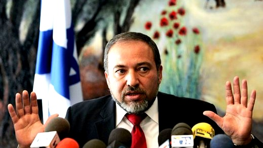 ليبرمان يشكك في الصفة التمثيلية لمحمود عباس