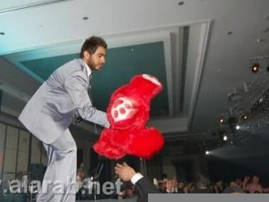 سقوط تامر حسني في الكريسماس