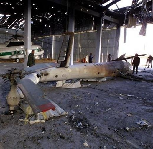 الطيران الاسرائيلي يقصف مبنى الرئيس في مطار غزة