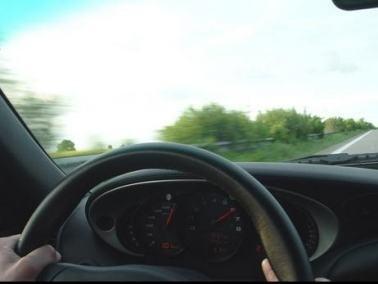 ضبط سائق من البعنة يقود سيارته المرسيدس بسرعة 201 كم