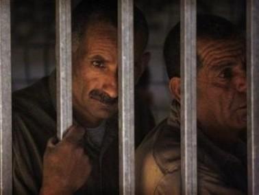الأسرى الفلسطينيون في 10 سجون اسرائيلية يبدأون اضرابا