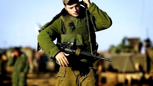 جنود يكشفون: شابة تعقد علاقات صداقة على الفيس بوك