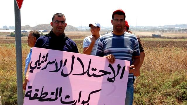تظاهرة رفع شعارات ضد سياسة الهدم وتضامناً
