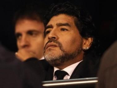 مارادونا يهدد برفع دعوى قضائية على رئيس الاتحاد الأرجنتيني