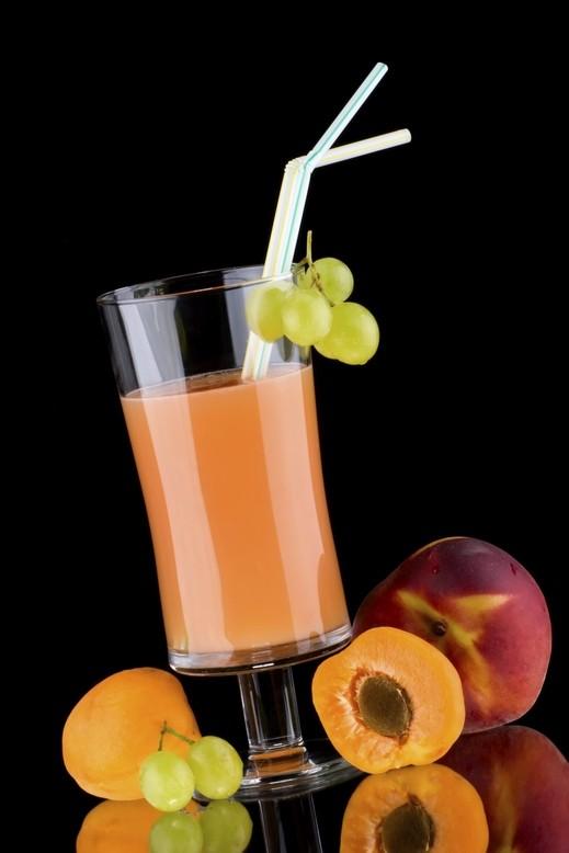 عصير الخوخ والمشمش.. أكثر المشروبات فعالية