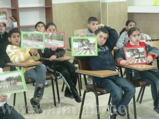 طلاب عرب الهيب بمركز الحذر على الطرق