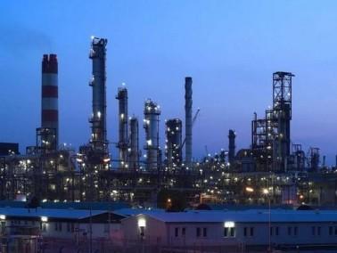 القذافي يدعو الشركات للاستثمار بالنفط الليبي