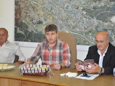 ناهض خازم يقدم تهاني الأعياد لموظفي البلدية