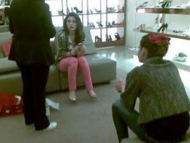 بالصور:هيفاء وهبي تشتري الأحذية في متاجر بيروت