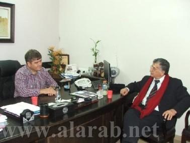 رئيس بلدية شفاعمرو ناهض خازم يستقبل سميح القاسم