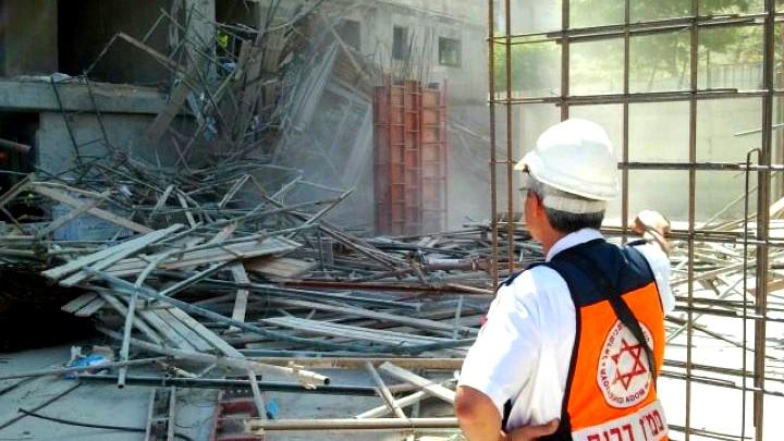 مصرع عامل بناء في العشرينات واصابة اخرين في انهيار
