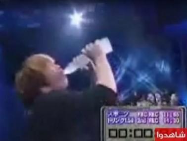 شاهدوا:قمة الروعة أسرع رجل في شرب الماء!!