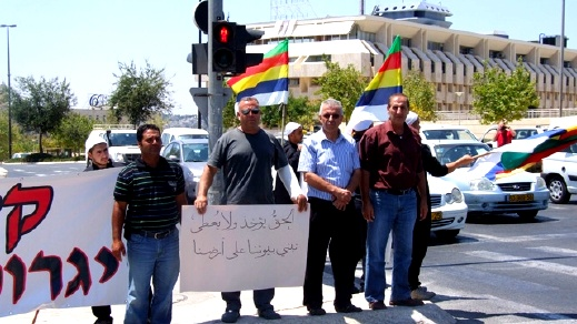 الدروز مستمرون بالإعتصام امام المحكمة العليا