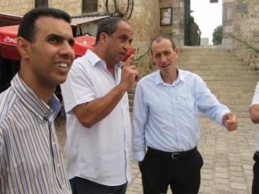رئيس بلدية عكا يقوم بجولة تفقدية في عكا القديمة