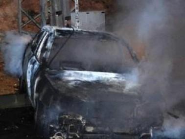 اضرام النيران بـثلاث مركبات تابعة لفلسطينيين