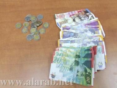 اعتقال 3 مشتبهين بعد مداهمة محطة لبيع المخدرات