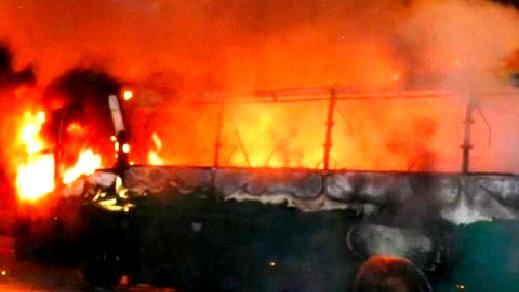 نشوب حريق في حافلة ركاب على شارع رقم 85