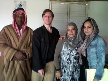 طاقم من المحاميين الأجانب يزور قرية وادي النعم