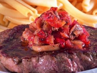 حضري أشهى اللحم مع الفطر والبندورة وصحتين