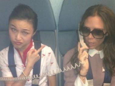 فيكتوريا بيكهام مضيفة طيران على الخطوط الصينية