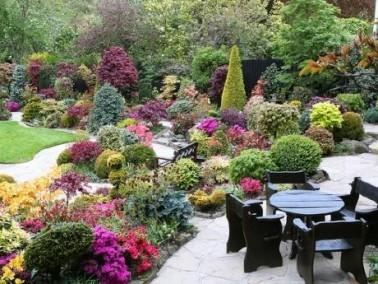 حديقة الفصول الأربعة: طبيعة ساحرة وإبداع