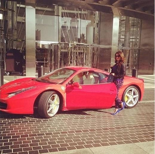 بالصور سيارة النجمة شذى حسون تبهر جمهورها كل العرب