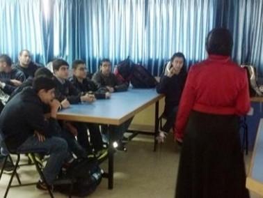 سند تنظم محاضرات حول الفيسبوك لطلاب دبورية