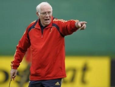 وفاة لويس أراجونيس مدرب المنتخب الإسباني السابق