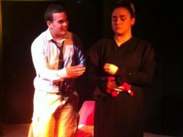 طلاب السلام الشيخ دنون بعرضين مسرحيين