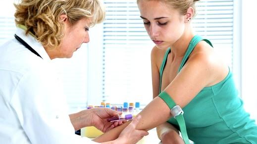 أطباء وباحثون: فحص الدم من دون إبر بات ممكناً