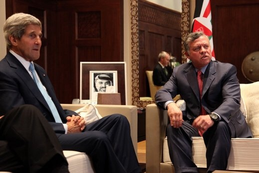 كيري يصل عمان ويلتقي العاهل الأردني وعباس