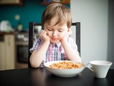 أبحاث طبية: التربية الصارمة تسبب بدانة الاطفال