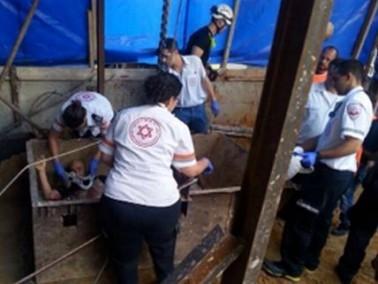 سقوط 4 عمال في ورشة بناء في مدينة تل أبيب