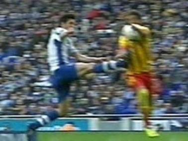 صحيفة آس تؤكد : ركلة جزاء برشلونة من لمسة يد على نيمار