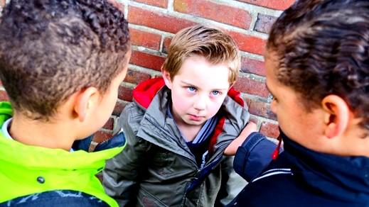 إهمال الأطفال قد يصيبهم بالسكتات الدماغية
