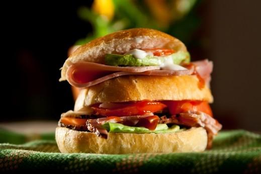 ساندويتش الديك الرومي المشوي بالجبنة..صحة وهنا