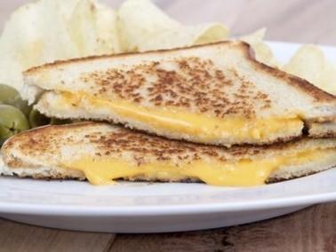 أطيب فلطور من مطبخنا: ساندويتش الجبنة المشوية
