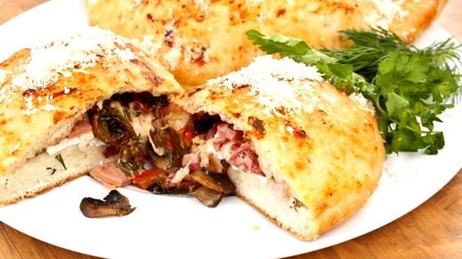 اليكم طريقة تحضير الكالزون الإيطالي من مطبخنا